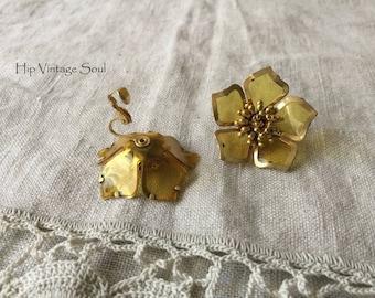 Vintage 1960's Large Flower Clip Earrings, Plastic Flower Clip Earrings, Unique Vintage Jewelry, Retro Jewelry, Mod, Boho
