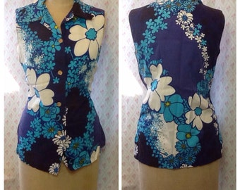 Fabulous Vintage 1960's/70's blue and white Hibiscus print cotton sleeveless blouse/tunic/ hawaiian/honolulu/summer/resort/aloha