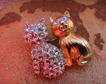 Vintage brooch pendant pin vintage jewelry Cats Kitty Kitten  Brooch Pendant Pin cats