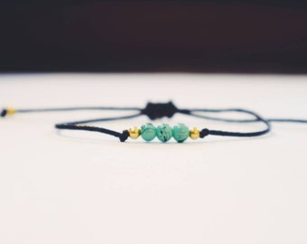 Turquoise and gold colored beads bracelet