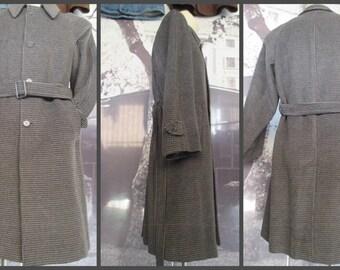 Cappotto uomo anni 60.Pied de poule grigio con cintura.Tg M/60s men's coat with belt/Pied de poule/Light and dark grey/One breasted/Size M