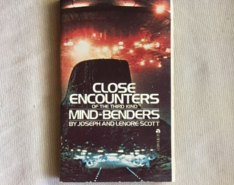 """Close Encounters of the Third Kind """"Mind-Benders"""" Puzzle Book"""