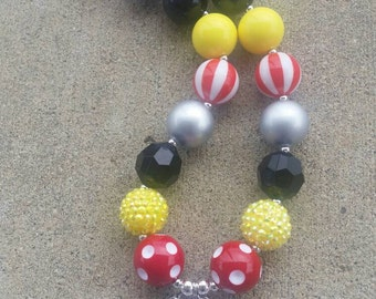 Minnie Mouse - Minnie's Bowtique inspired 20 mm chunky bubblegum necklace