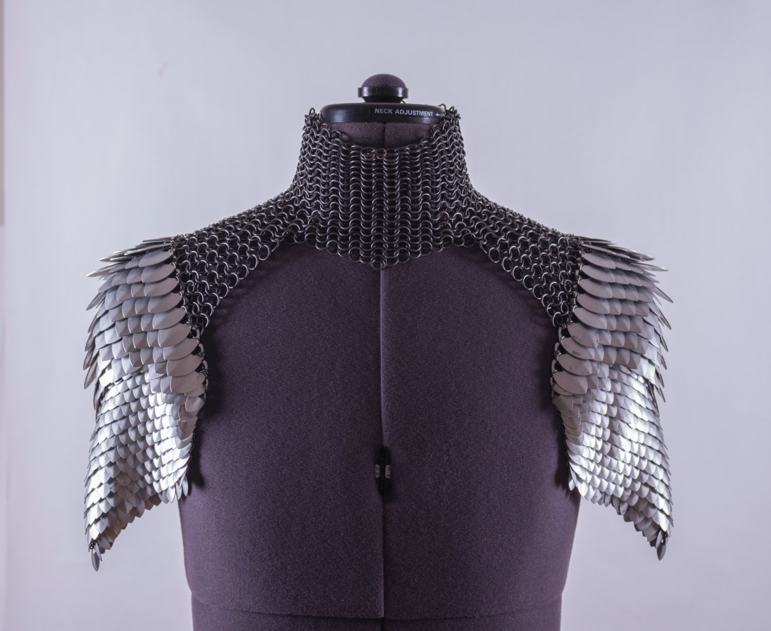 Scale mail shoulder armor pauldrons with chainmail choker zoom bankloansurffo Image collections