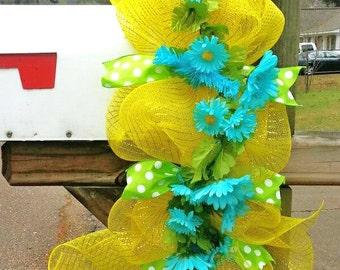 Spring mailbox swag, Mailbox swag, mesh mailbox swag, Summer mailbox swag, mailbox decoration, daisy wreath, Spring swag