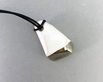Long necklace with a crystalshaped ceramic pendant in white and decorated with a platinum luster