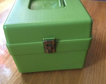 Vintage Wilson Wil-hold  sewing box/ Pattern box with dividers / Olive green / Wil-hold