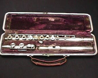 Artley Open Hole Flute with a Silver Mouthpiece in a Hard Shell Case, and in Ready to Play Condition as-is