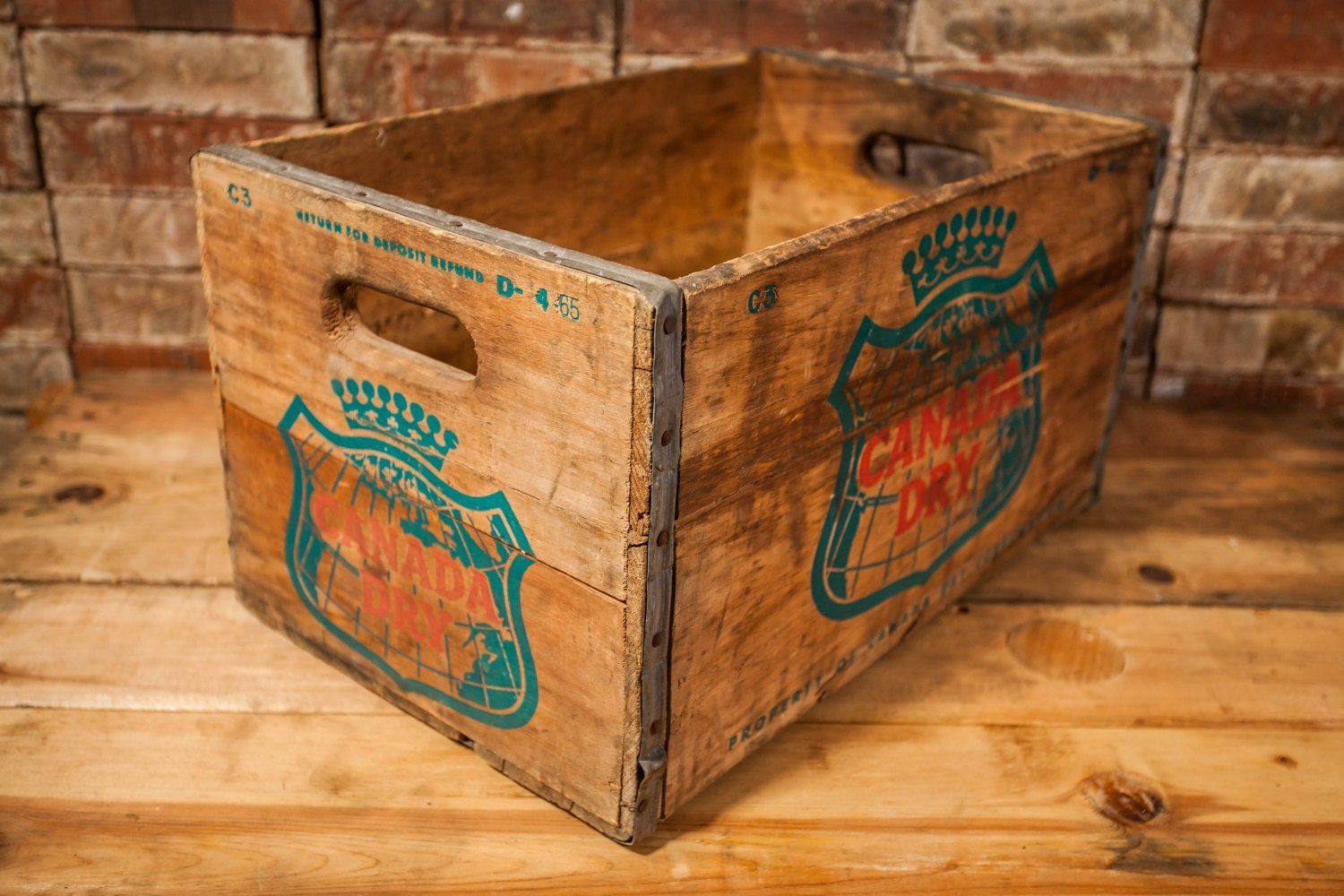 Vintage canada dry wooden crate box metal rustic carrier for Metal shipping crate