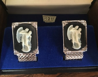 Swank Greek Lovers with a Winged Man and Woman Black and White Incolay Cameo Cuff Links 0945
