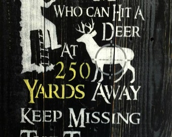 Pallet funny sign, hunter, bathroom how can a man who can hit a deer 250 yards away keep missing the toilet