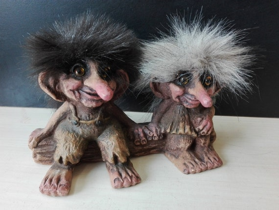 Norwegian troll, nyform, couple on bench
