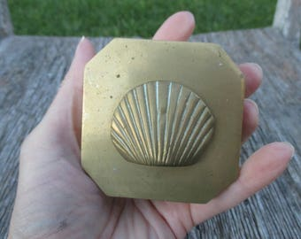 small vintage heavy brass trinket box with brass shell on lid, brass box, brass jewelry box, brass container, seashell, sea shell decor