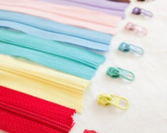 Chain/Continuous/By-The-Metre Nylon Coil Zipper in 10 Colours. Sliders/Pulls included. Great for Bags/Pockets (non-lock)