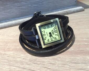 Ladies bracelet watch in fine black leather, dial shape square bronze tone