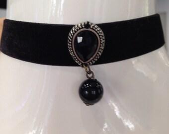 Black vintage handmade velvet choker with pandent