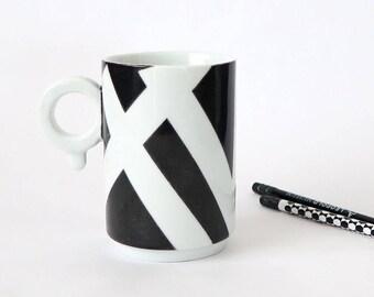 MUG design,  minimaliste, motif graphique noir et blanc en porcelaine de qualité, cadeau unisexe