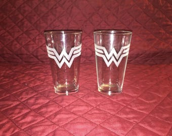 2 Hand Etched Wonder Woman Pint Glasses!