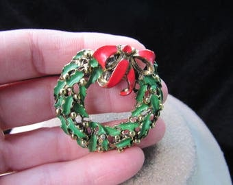 Vintage Christmas Red & Green Enameled Wreathe Pin