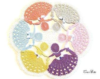 Pastel colors crochet doily with 6 ladies,  centrino colori pastello con 6 dame all'uncinetto