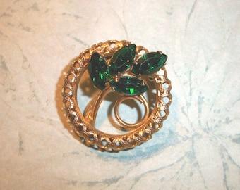 """Vintage Emerald Green Rhinestone Brooch,1 1/8"""" round,rhinestones,filigree,leaf,fern,gold tone backing,pin"""