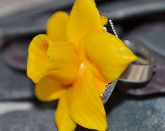 Daffodil Ring, Hand Sculpted from Polymer Clay.  Made To Order.