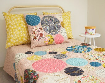 twin size quilt, dotty quilt, modern quilt, homemade quilt, patchwork, patchwork quilt, handmade quilt, quilted pillow shams, bedding,