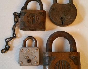 4 vintage locks, no keys