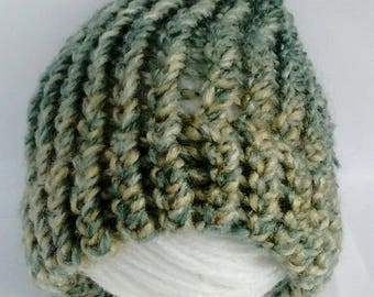 SALE - Green baby hat, knitted baby hat, newborn hat, baby shower gift, baby gift, woolly baby hat, sale, baby girl hat, baby boy hat