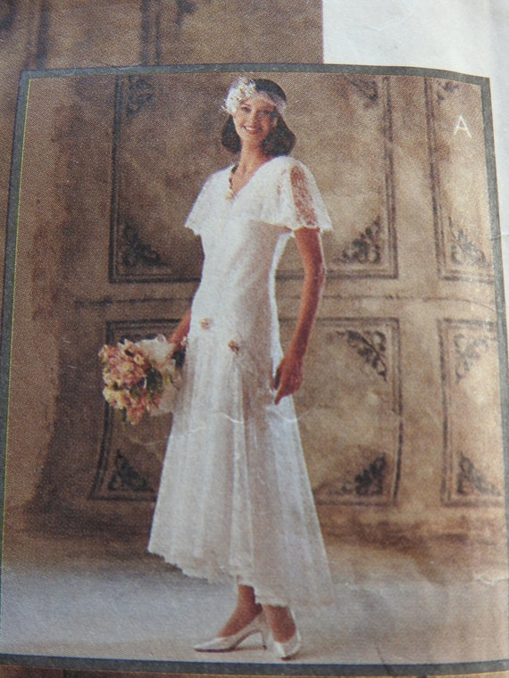 Mccalls 6948 women 39 s elegant vintage lace wedding dresses for Lace wedding dress patterns to sew