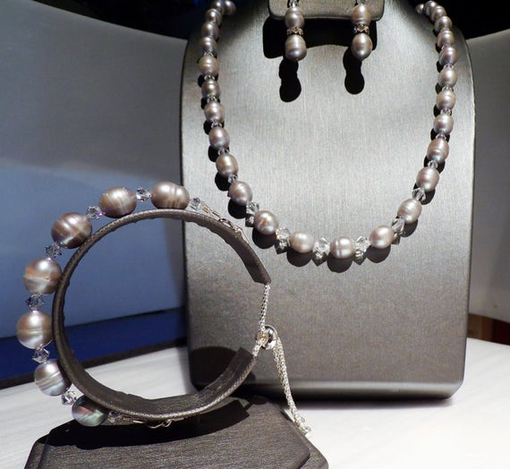 Silvery Grey Fresh Water Pearls and Sparkly Crystals. ADJUSTABLE