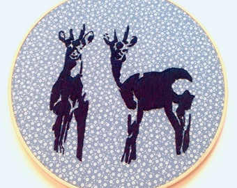 Stickbild REHE, Wandbild, Heimat, Hirsch, Bambi, Rehkitz, Deko, home sweet home, be wild at heart, Geburtstagsgeschenk, Einweihungsgeschenk