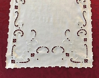 Vintage White Linen Table Runner With Cut Work Embroidery, Cottage Chic White Table Runner, Table Runner, Vintage Table Runner White Linen