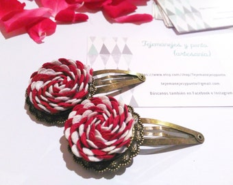 Flower hairpins, flower hair accesory, red fabric flower, white fabric flower, bicolour fábric flower,