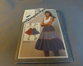 """Womans Tiered Skirt, Size 6, 8, Waist 23 - 24"""", Cut Pattern, Simplicity 9918, 1981"""