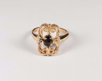 14K Yellow Gold Cats Eye Estate Ring , 3.4 grams, size 3.5