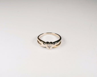 10K Yellow Gold 1/10 ct. Diamond Center Heart Ring, size 6.75