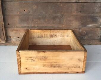 Vintage Wood Box, Rough Sawn Wood, Rustic Storage, Primitive Decor, Farmhouse Decor, Home Decor, Cottage Chic, Rustic Decor