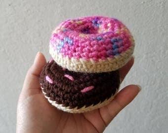 Crochet Play Donut, Crochet Donuts, Play Food, Crochet Pretend Food, Crochet Sweets, Play Donuts, Tea Party Donuts, Tea Party Food