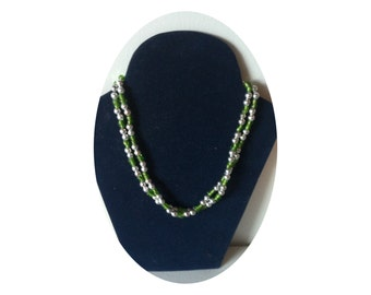 Long plastic necklace green silver