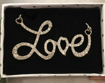 """Absolutely Lovely Vintage SILVER Tone Lavalier Style Necklace-Features the word """"LOVE"""" With DIAMANTE'S-47.5cm (18 & 11/16 inches) in Length"""