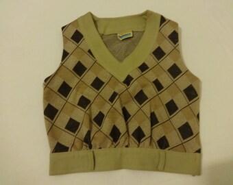 Vintage retro vest top Size 10-12 (38), 1960's Courtelle, Courtaulds. Argyle brown diamond pattern, cropped top.