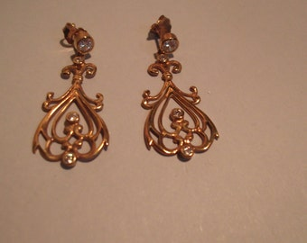 18Kt yellow gold studded long earrings and zirconia, snap closure.Vintage