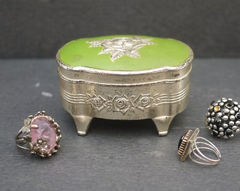 Retro silver and pistachio jewelry box adorned with a rose. Ornate Silver Metal Jewelry Box. Vintage metal rings box. Shabby Trinket Box