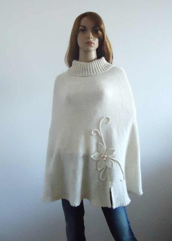 Wool knit poncho Ivory sweater Hand knitted poncho knitted off white jumper 100% hand made Women Poncho
