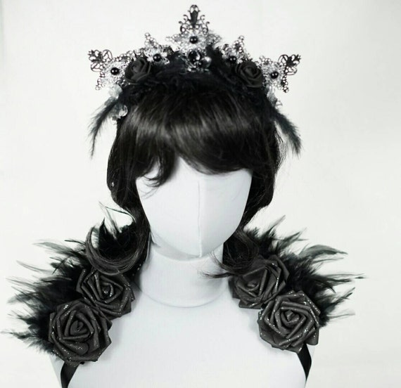 SET, mini feather shouldercollar with matching tiara headpiece silver black, collar and headpiece set in silver black