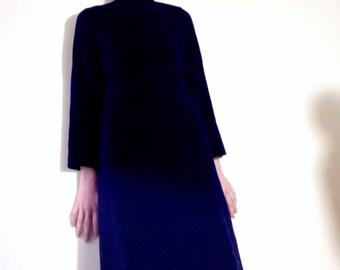 1960s midnight blue velvet shift dress. Size 6/8