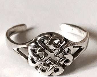 Sterling Silver Celtic Heart Entwined Toe Rings.