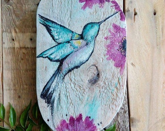 Hummingbird on pallet wood