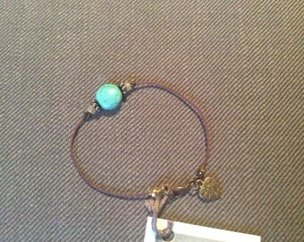 Round turquoise and white glass bead elastic bracelet Brown brass heart Ibiza